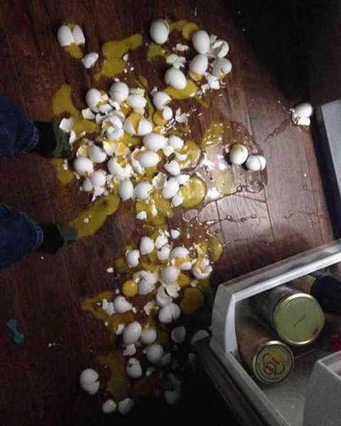 telur yang pecah semua