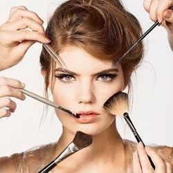 Wanita cantik karena make up