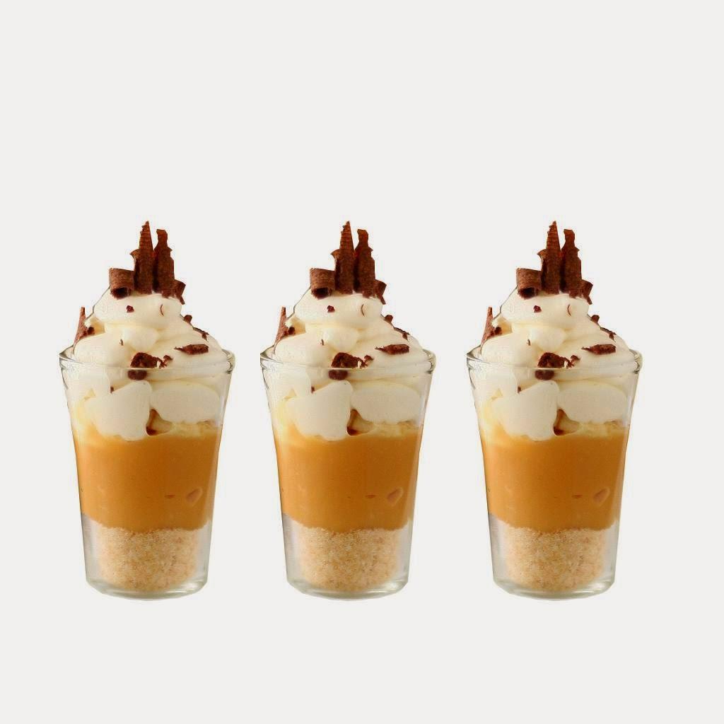 Desertas indelyje: smulkintų riešutų sluoksnis, karamelinis kremas, puoštas grietinėle, pagardinta citrinų sultimis ir šokoladu (galimi įvairūs skoniai).