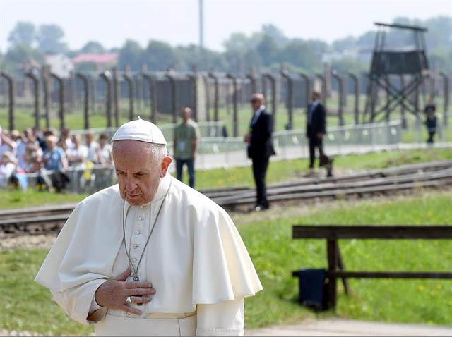 El Vaticano se humilla ante el hollycausto sionista neopagano