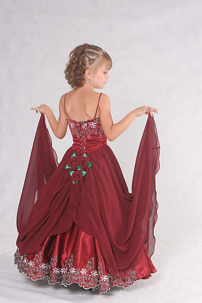 موديلات فساتين سهره للاطفال http://fashionvirginia.blogspot.com/2013/02/Dresses-Children-Evening-2013-Latest.html
