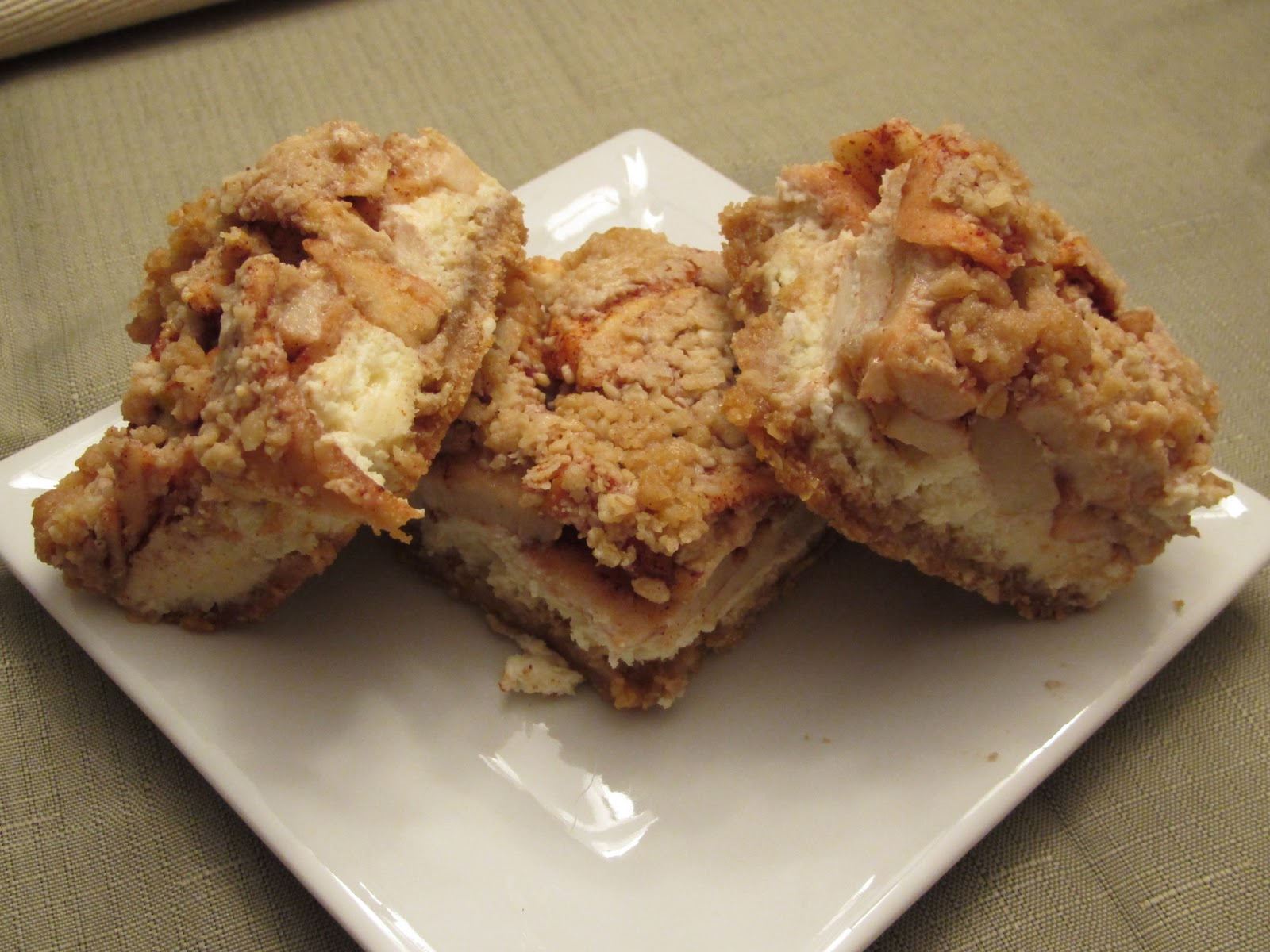 Pammi Cakes Recipes: Apple Streusel Cheesecake Bars Recipe