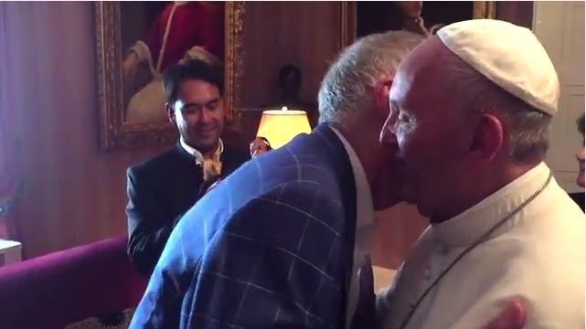 El Papa Se Reúne Con Pareja Gay