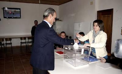 Mario Conde vota, motociclismo en la tele