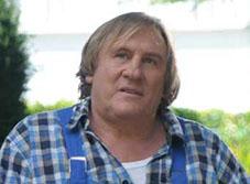 Gérard Depardieu incarne un hôte au grand cœur, face à quatre  jeunes qui apprendront à accepter leurs particularités.