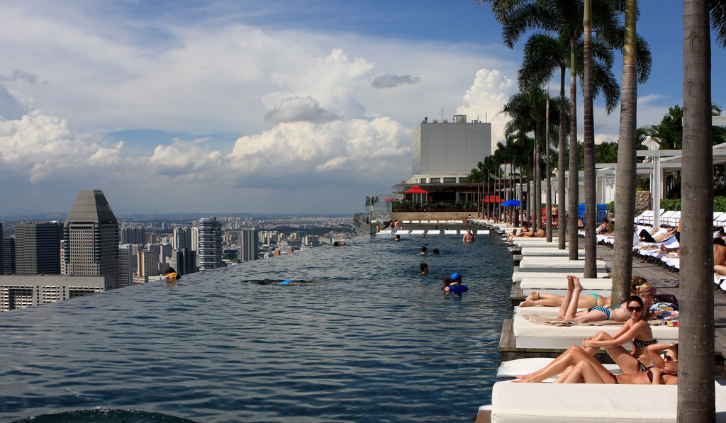 Viver a vida piscina mais alta do mundo for Piscinas j martin caro