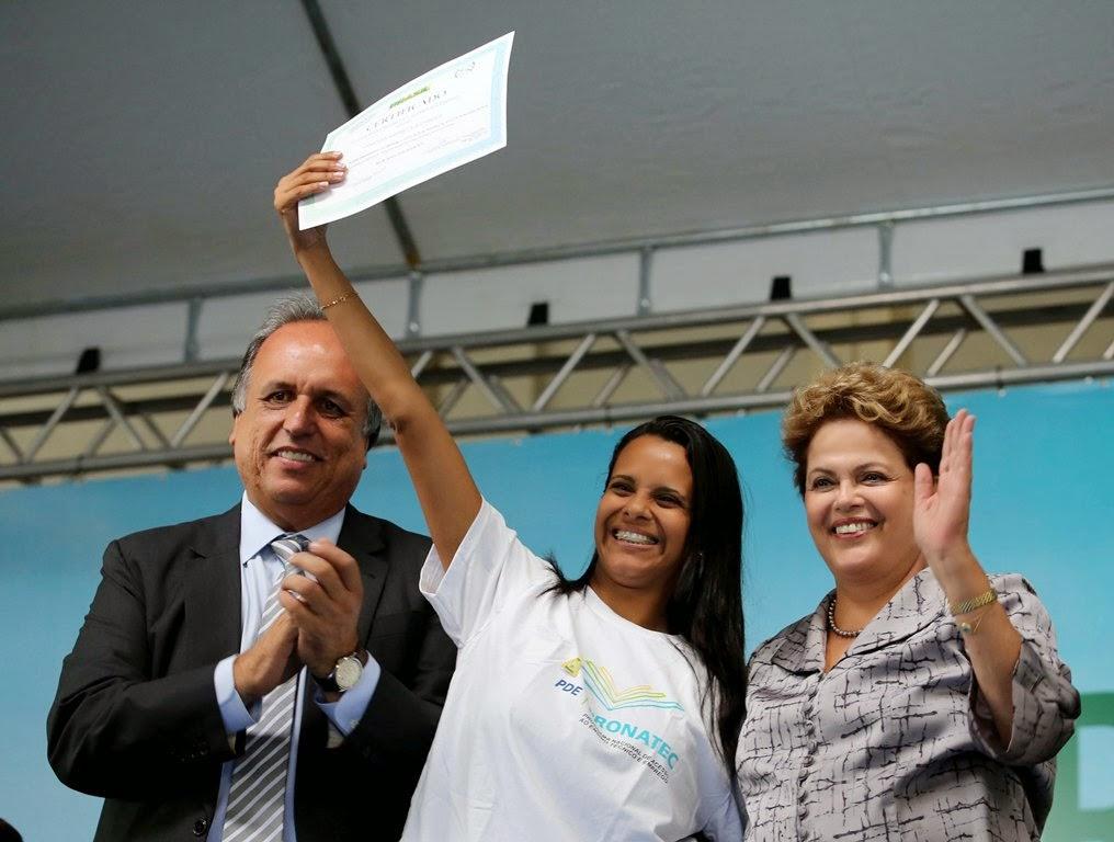 O governador Luiz Fernando Pezão,Bianca Caetano de Sousa e a presidenta Dilma Rousseff