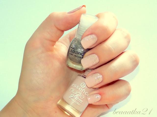 Delikatny manicure z połyskiem