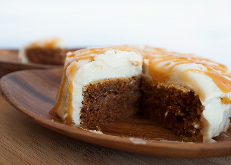 gluten free cinnamon cake with vanilla butter cream frosting by: Isn't that Sew