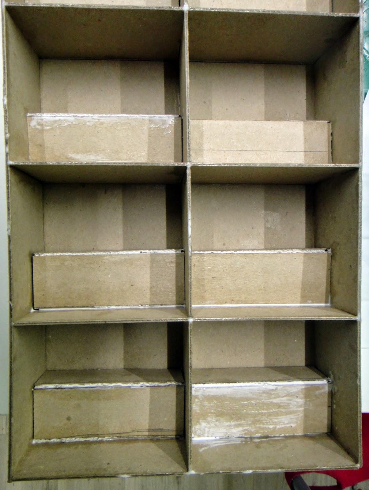 Misue o manualidades estanter a de cart n reciclado diy para miniaturas de fimo - Estanteria carton ...