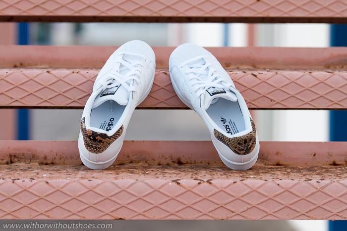 BLog adicta a los zapatos con las deportivas blancas de moda