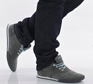 man wear shoes - رجل يرتدى كوتشى حذاء - Gatsby-Jona-Weinhofen-Dark-Grey-Shoes-كيف تتخلص من رائحة القدمين الكريهة