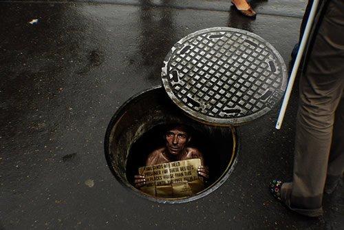 Manhole sticker - Iklan stiker kreatif