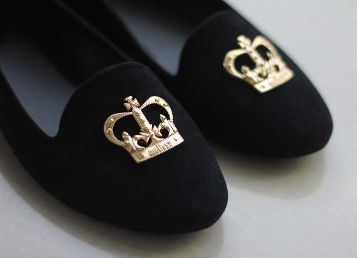 Crown slippers fashion bloggers