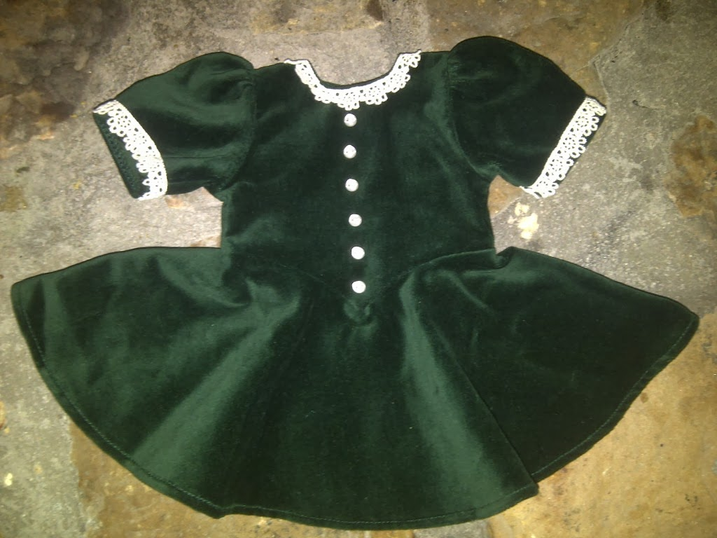 Up To My Eyeballs In Dolls Molly S Christmas Dress