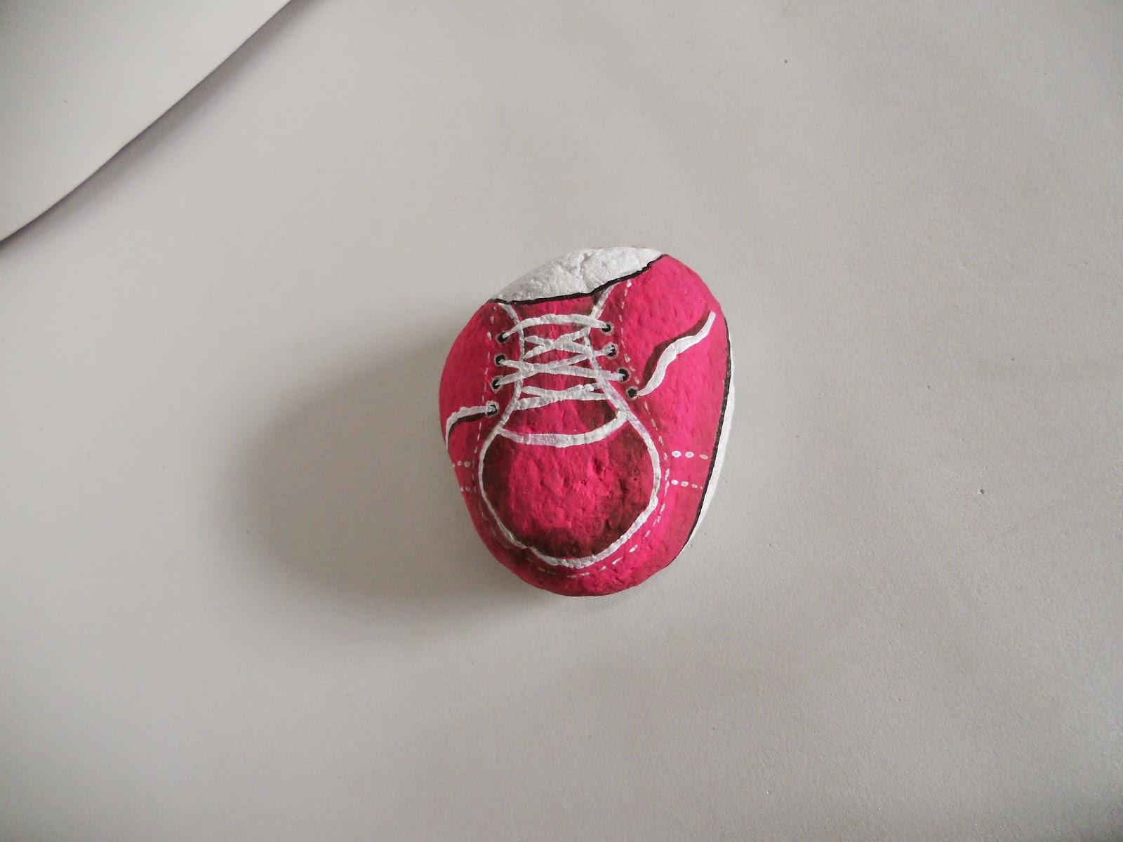 piedra pintada: zapatito bebe