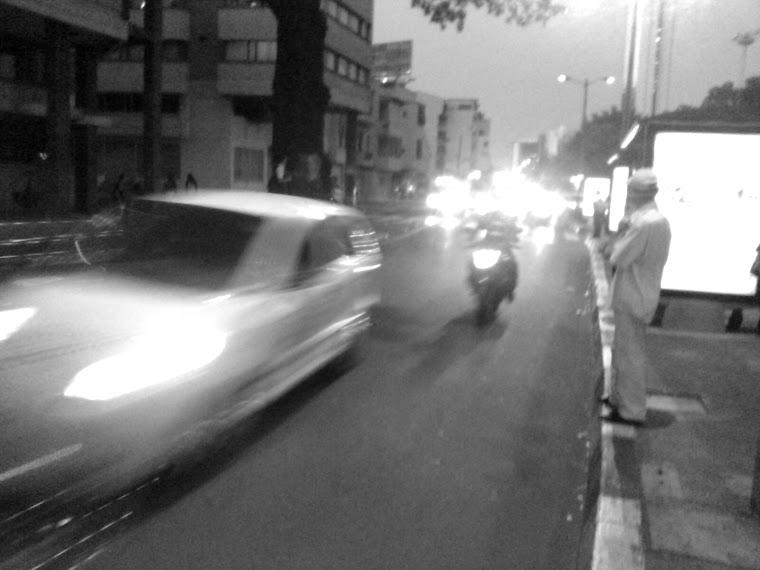 en la avenida 2 norte con calle 15 norte una va rapida que pone en peligro a los transeuntes, espec