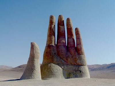 4 Monumen Berbentuk Tangan Yang Menakjubkan [ www.BlogApaAja.com ]