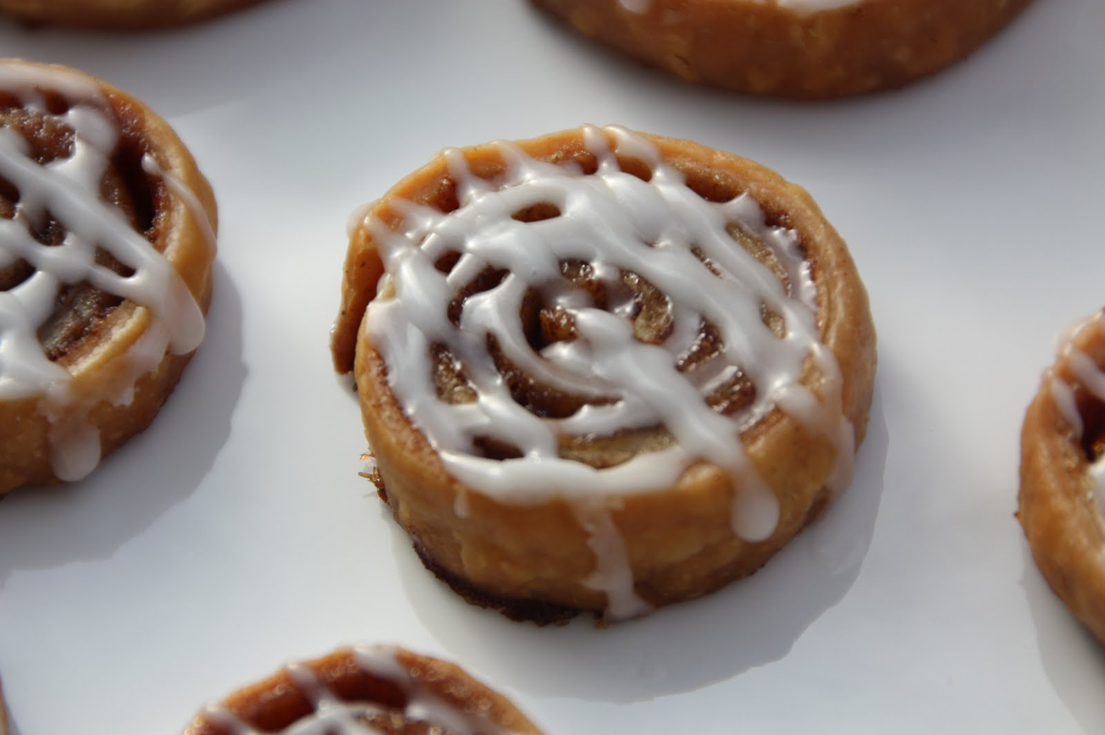 EVERYDAY SISTERS: Cinnamon Roll Cookies
