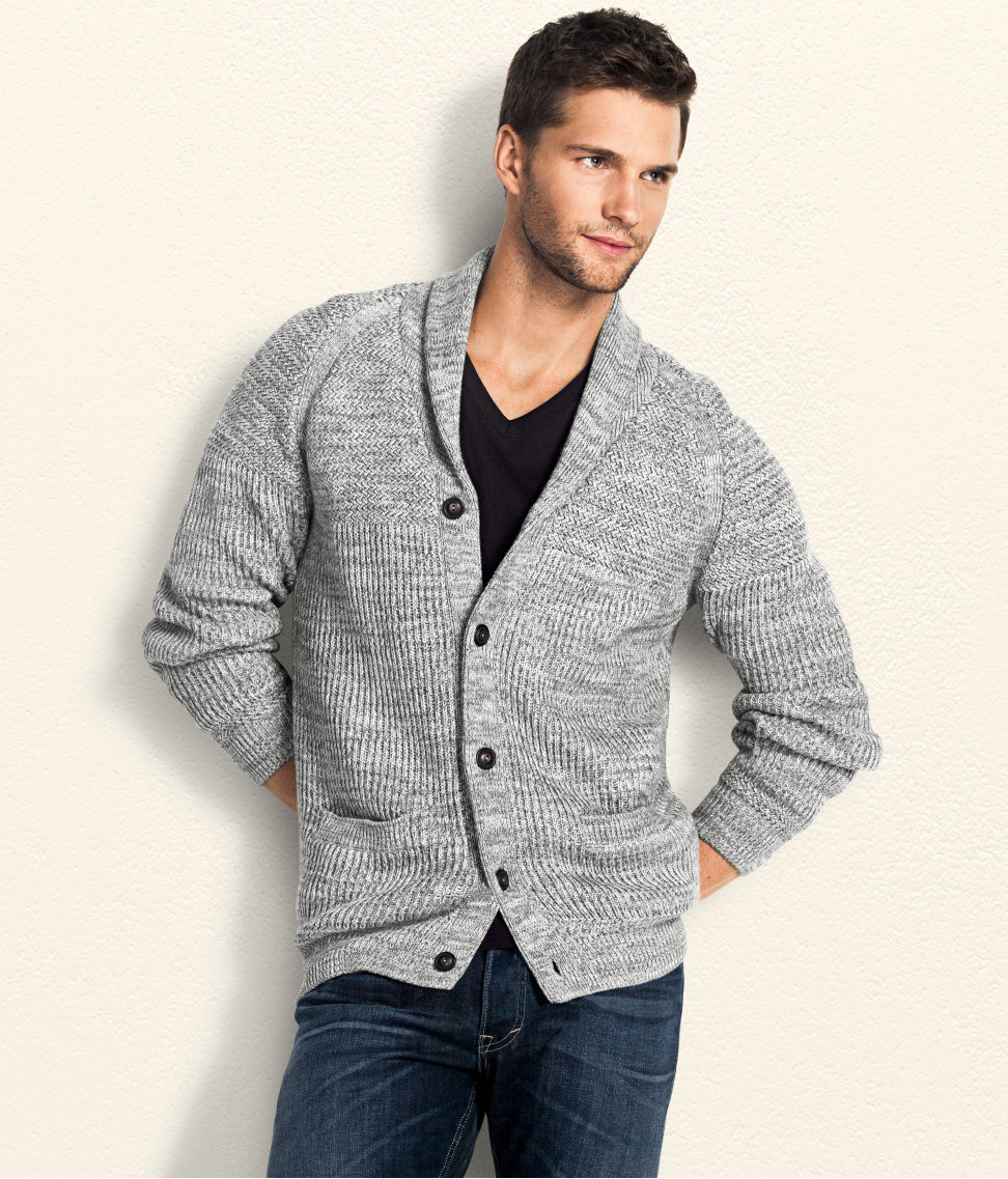 A cardigan is a great fashion item to own due to its versatility and ability to suit a wide variety of looks. Whether you're going for an elegant and formal outfit, a cool and casual style or even something office-appropriate, a cardigan can make an excellent option.