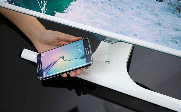 SAMSUNG introduces world's first smartphone wireless charging monitor