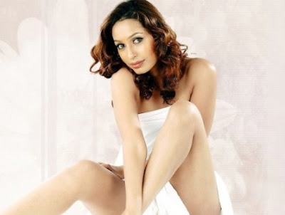 Kashmira Shah Hot Wallpapers