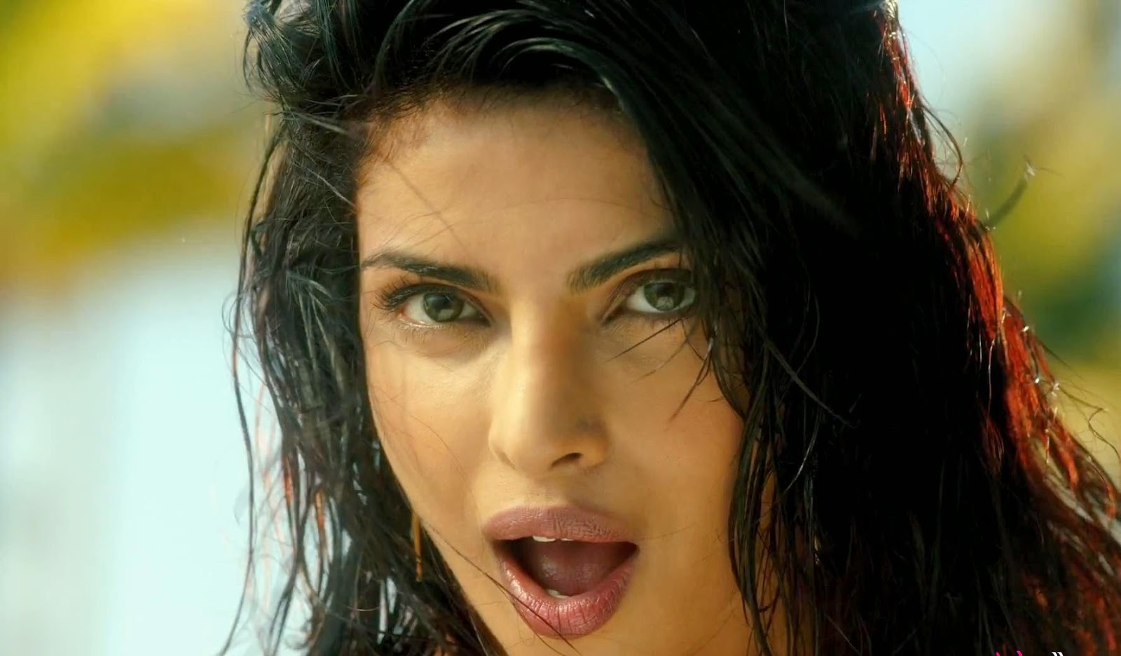 http://moviepicturess.blogspot.in/2014/10/priyanka-chopra.html