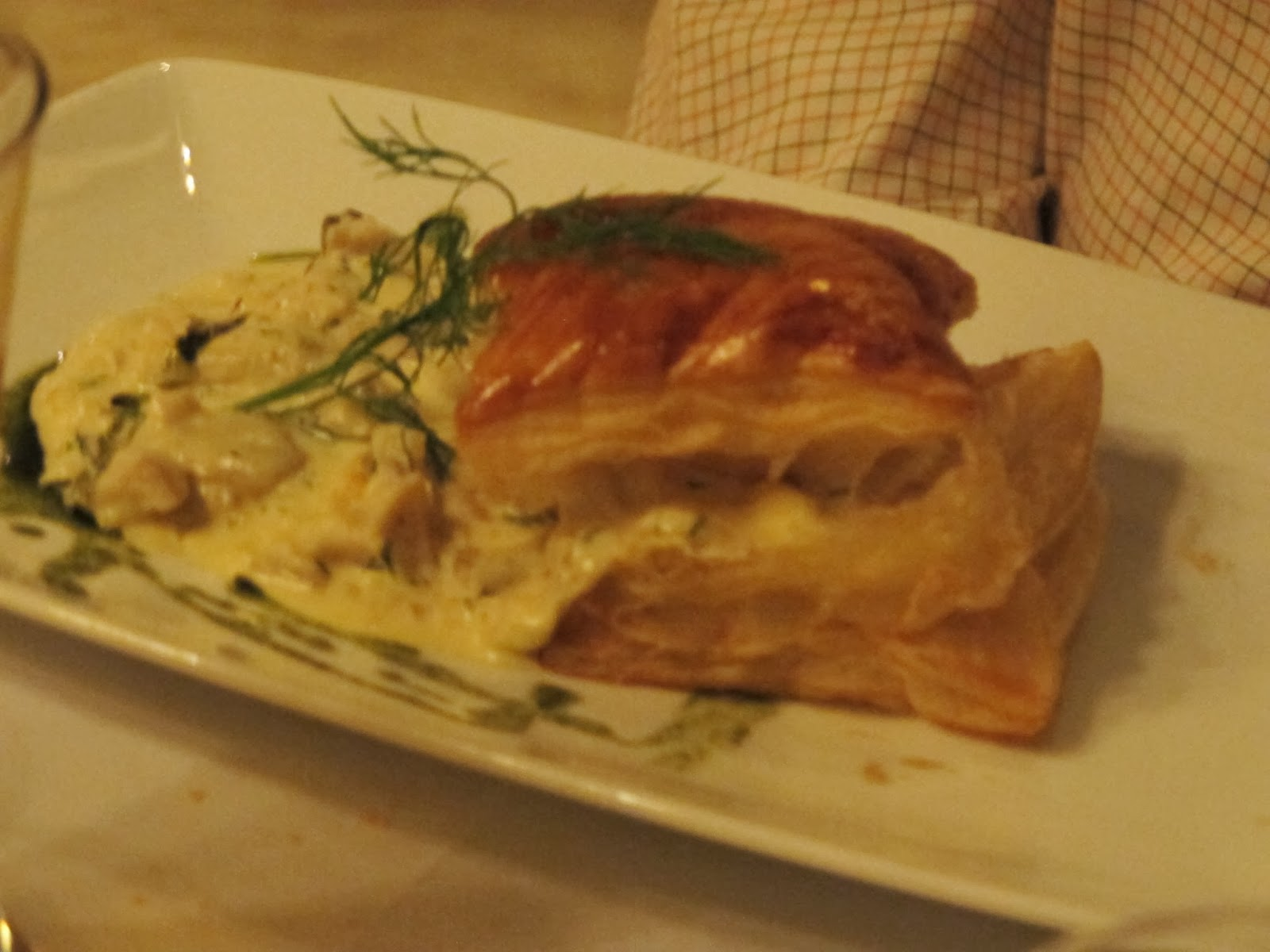 Feuillete de Champignons du Laos: creamed mushrooms in garlic sauce on puff pastry.