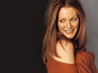 British Actress Julianne Moore Smilling Wallpapers