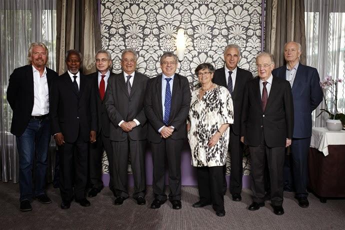 Kiri ke kanan: Sir Richard Branson, Kofi Annan, Ernesto Zedillo, Fernando Henrique Cardoso, Cesar Gaviria, Ruth Dreifuss, Michel Kazatchkine, Jorge Sampaio, Thorvald Stoltenberg (GCDP)