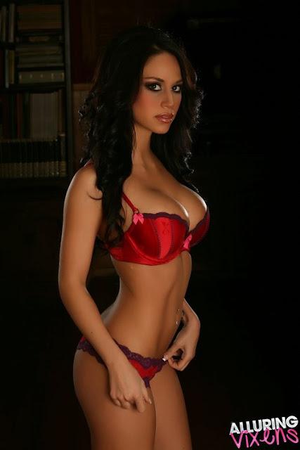 Maria Venus sexy with bikini