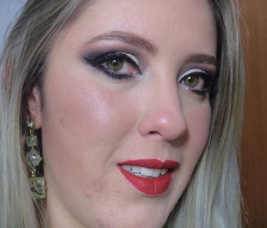Maquiagem Olhos Poderosos e Bocão Vermelho Matte