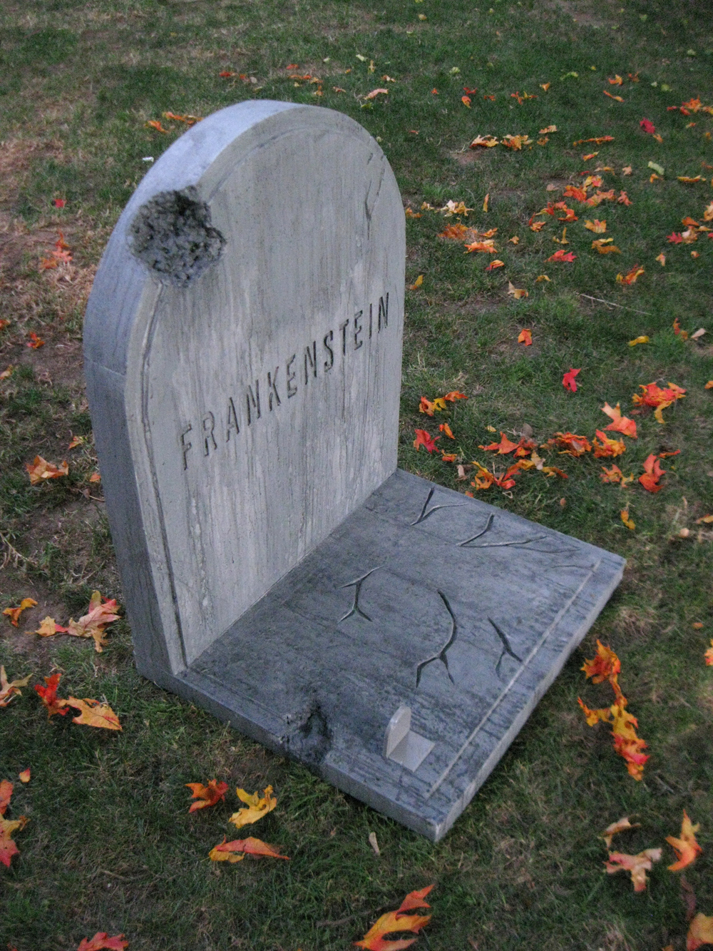 dave lowe design the blog: 28 days 'til halloween: lawn prop homage