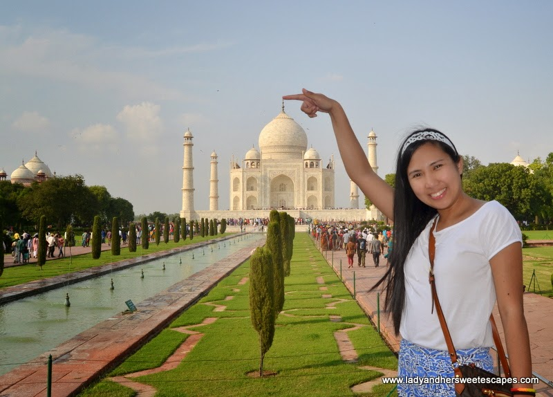 Taj Mahal travel pose