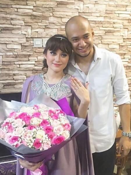 Foto Lamaran Husein Idol dan Zachira