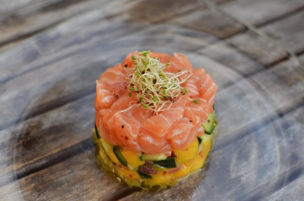Recipe Salmon tartare with cucumber and mango