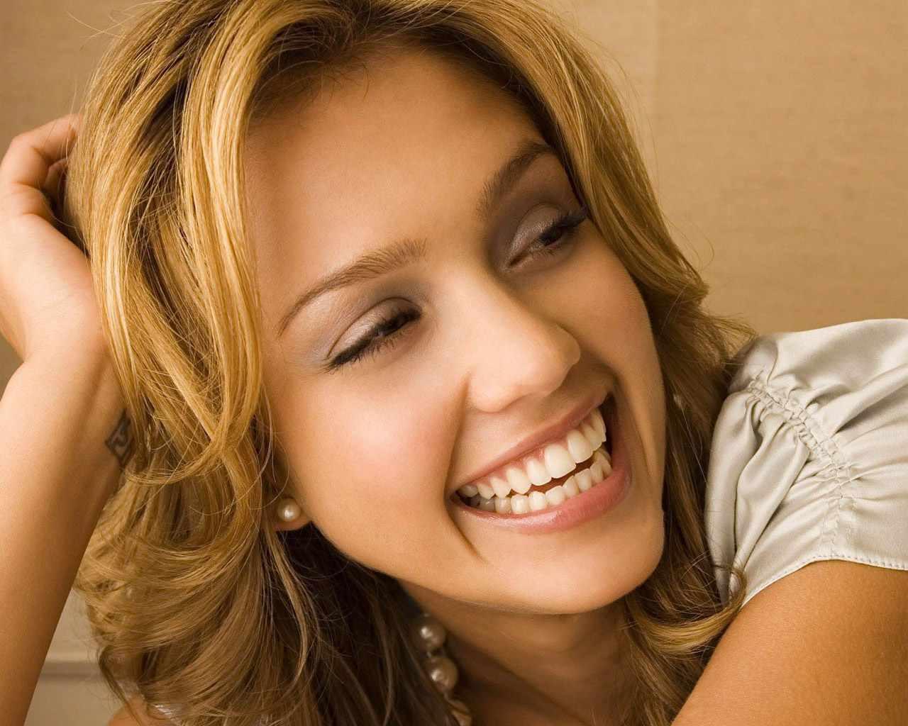 http://2.bp.blogspot.com/-3-6rbdi1I_8/TkS6Sa56iqI/AAAAAAAAA0w/baOAFUt3JFc/s1600/jessica-alba-wallpaper.jpg