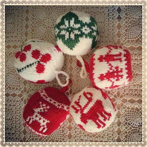 Knitting Christmas Decorations : Family crafts and recipes knitted christmas ornaments