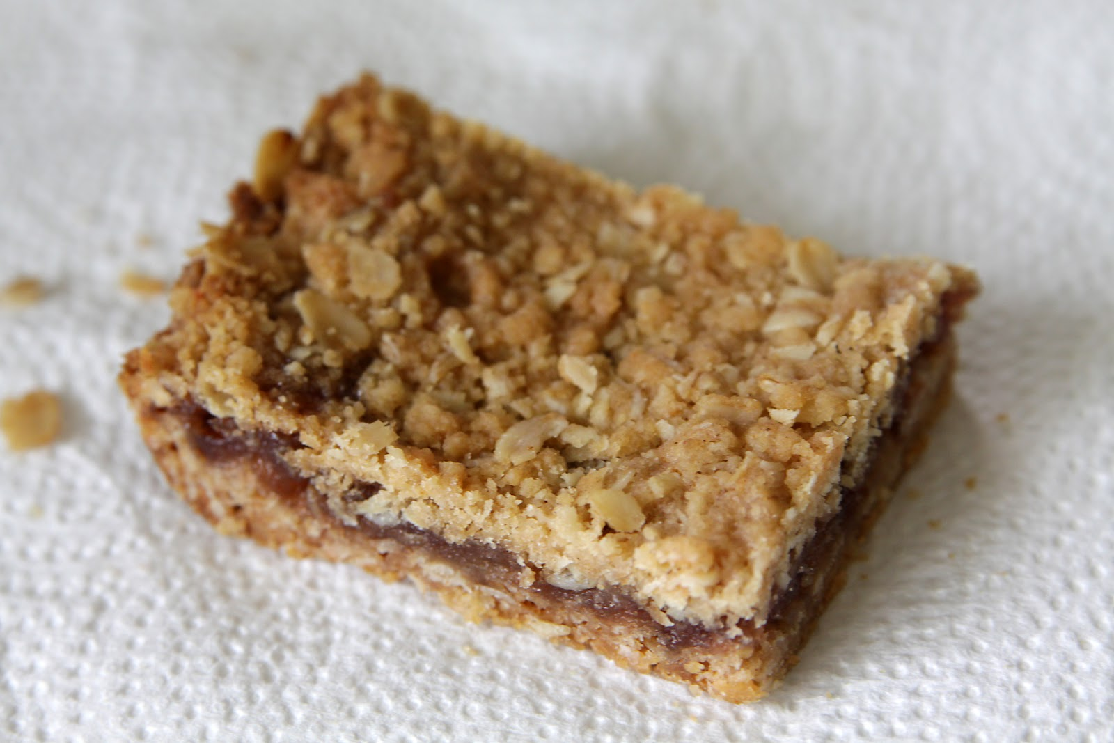 Making a House a Home: Strawberry Oatmeal Bars...