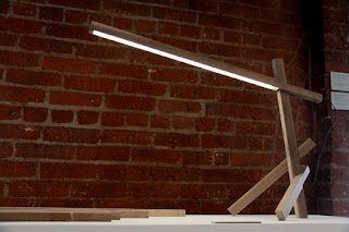 Lampara de Mesa en Madera, Fabricación Sostenible y Ecoresponsable