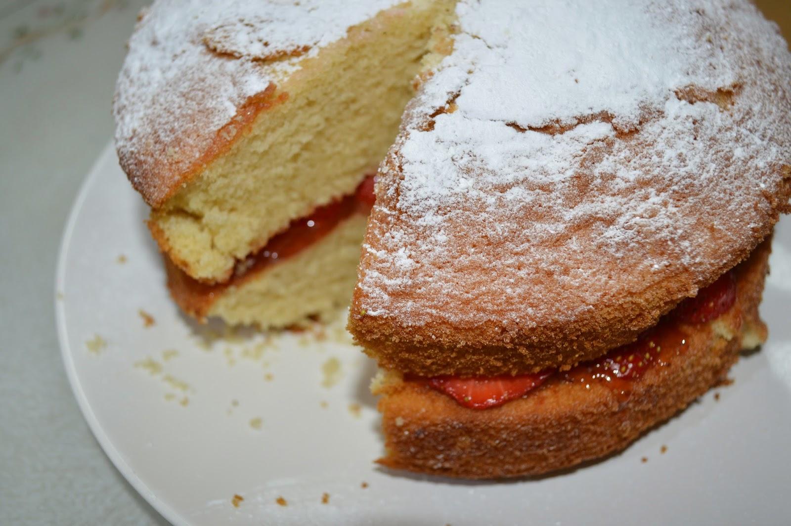 Victoria Sponge, cake, classic, easy, simple, gluten-free, no wheat, celiac, coeliac, rice flour, desert, pudding, UK, recipe, ingredients