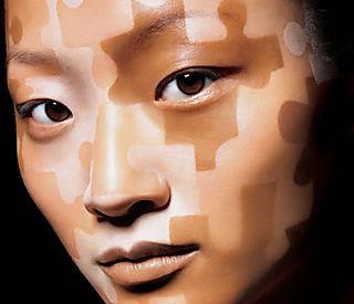 Los puntos negros sobre la persona la crema