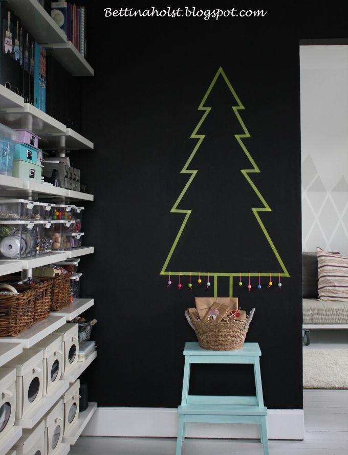 Juletr%c3%a6+af+maskingtape+og+taburet+malet+med+dyrup+2
