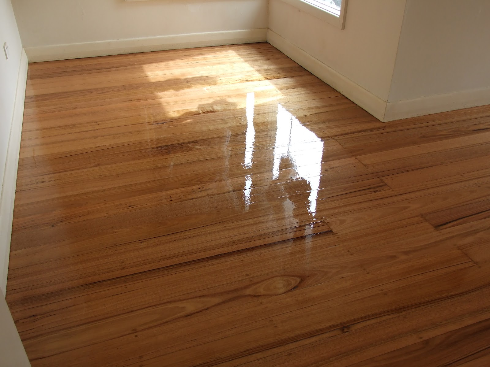 Hardwood floor finishes flooring ideas home for Hardwood floor finishes
