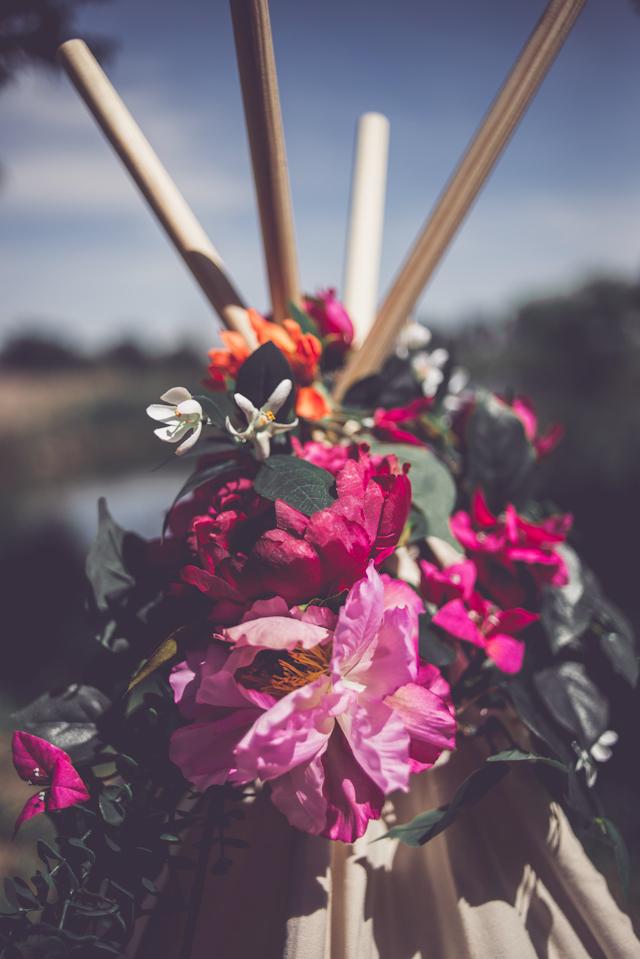 corona flores editorial novia vestido boho sandalias blanco bohemio romántica