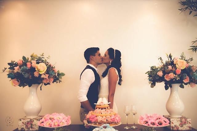 Casamento real - Mariana e Leonardo, casamento econômico, casamento diy, mesa do bolo, casamento, decoração branco azul e rosa