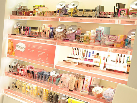 Benefit Make-up Display in ULTA