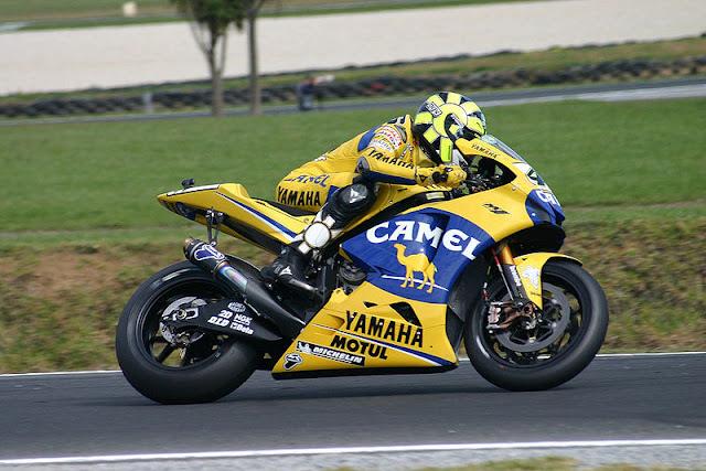 Gambar 8 - Foto Valentino Rossi di Moto GP 2006