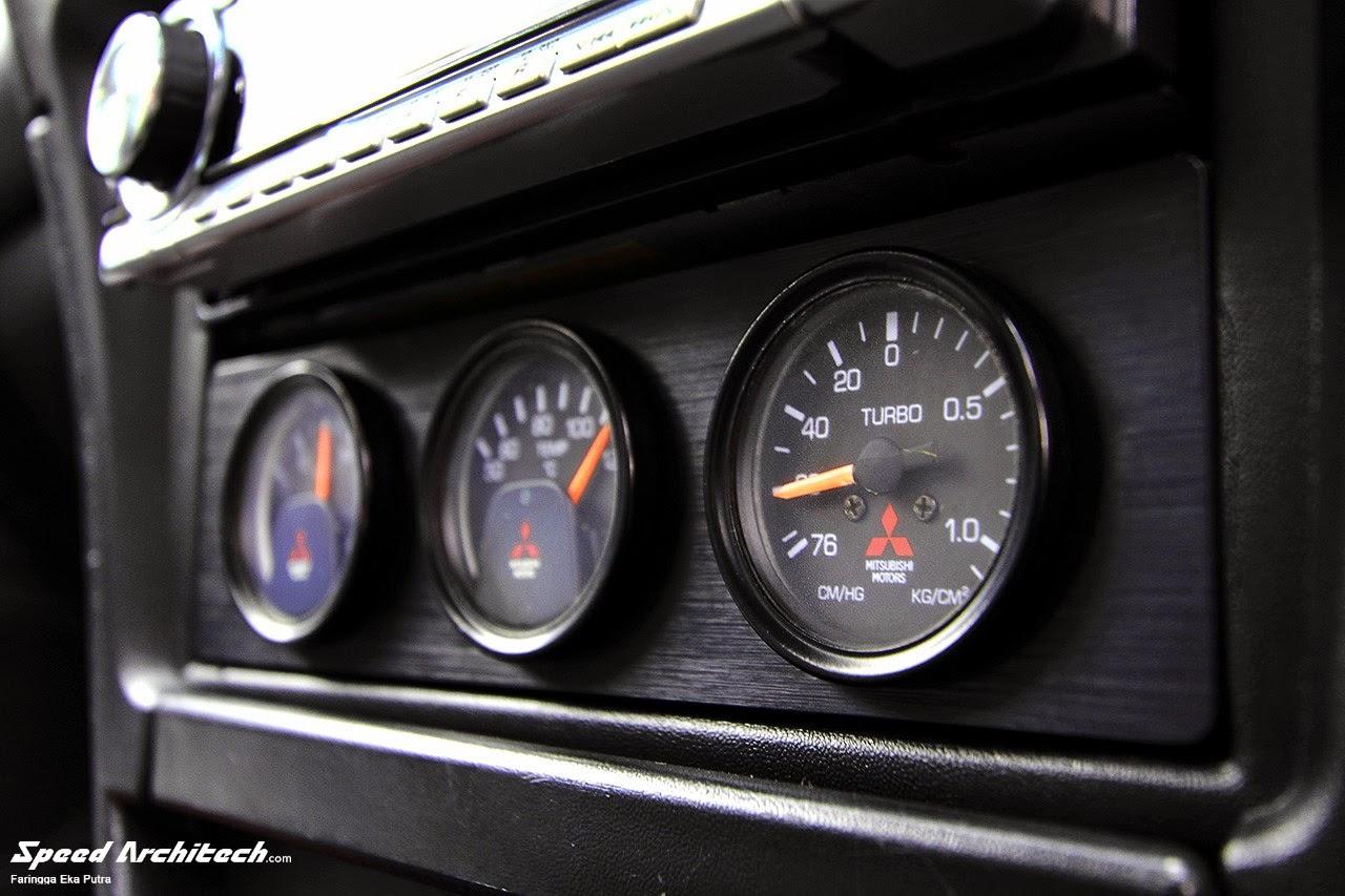 Foto Modifikasi Mobil Mitsubishi Lancer Evolution untuk Balapan