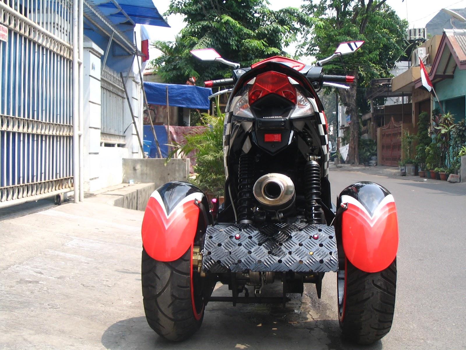 Nampak dari belakang , roda menggunakan velq mobil honda Jazz lebar 5  title=